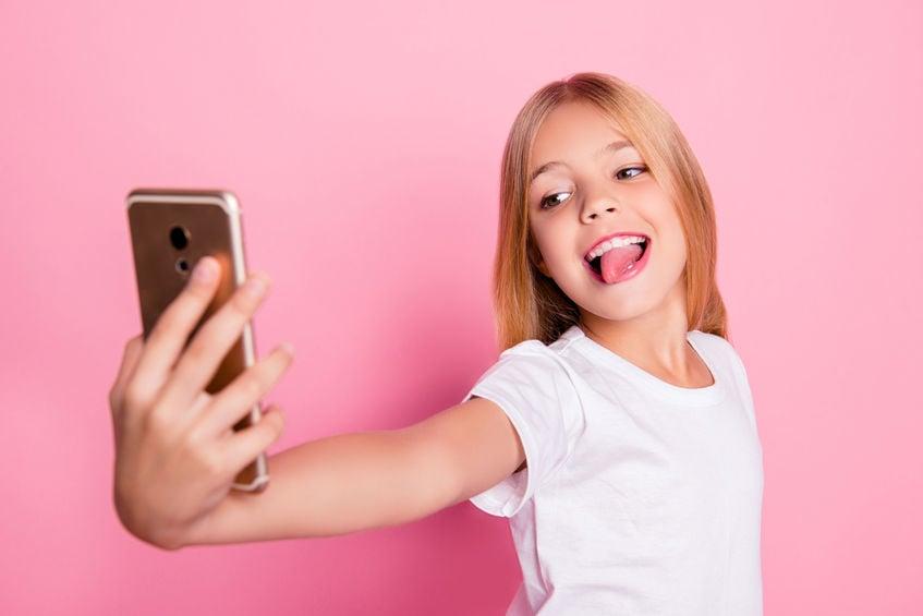 tween selfie